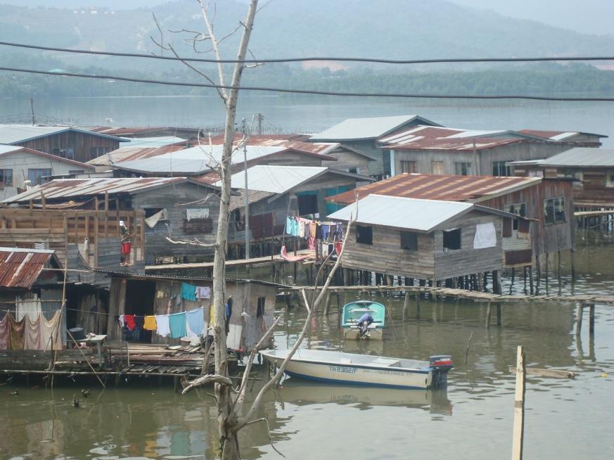 Rumah-rumah di Kg. Mengkabong Tahun 2009